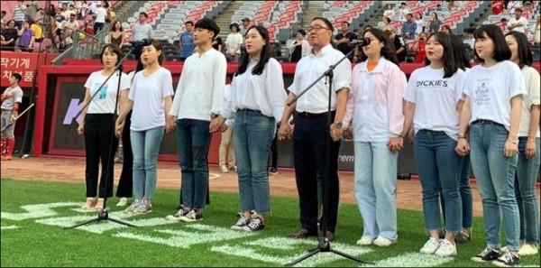 애국가 제창 이벤트-단체사진.jpg
