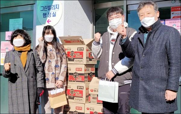 조선대 기독인교수회, 외국인 유학생 식료품 및 마스크 전달1.jpg