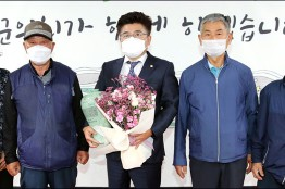 화순군의회 김석봉 의원 주민들로부터 감사패 받아