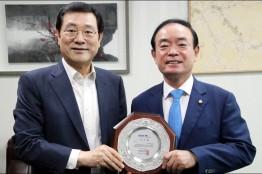 장병완 의원, 세계수영대회 성공개최 감사패 받아